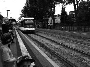 tram-arrives